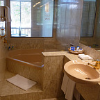 ENSUITE BATHROOM WITH CORNER BATHTUB
