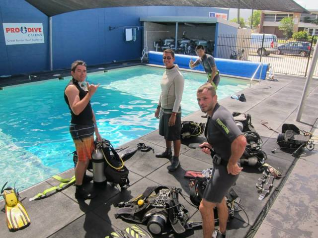 Great barrier reef diving padi rescue diver course - Pro dive cairns ...