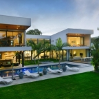 Patons Place On The Beach - Luxury Holiday House